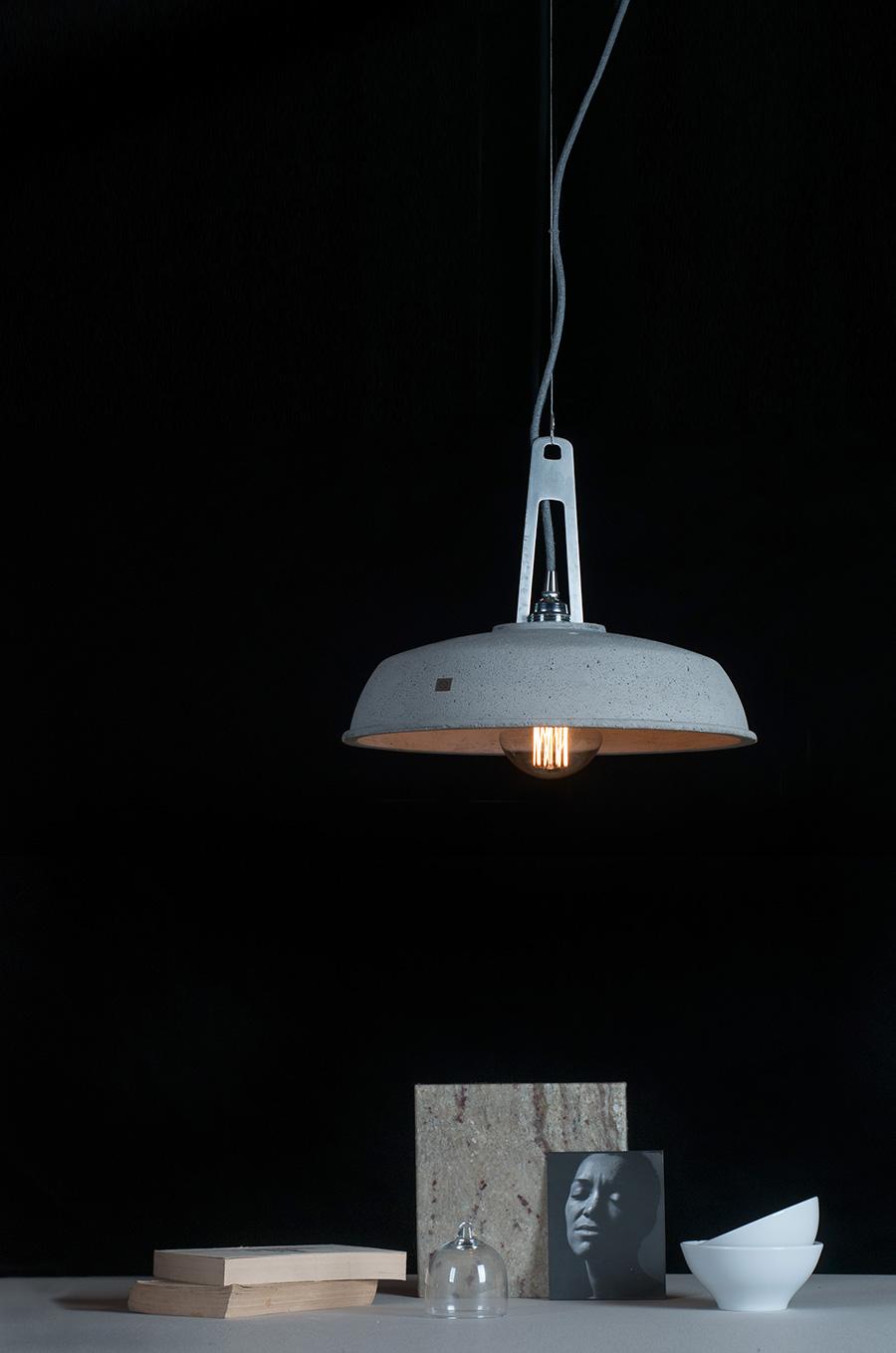 betonlampen sind der wahre hit der modernen industrial. Black Bedroom Furniture Sets. Home Design Ideas