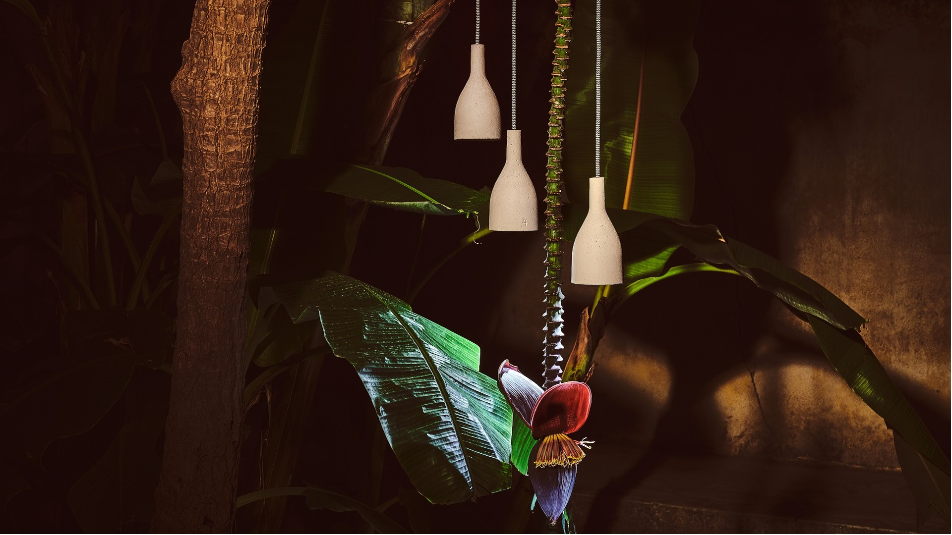 Ampulla_pendant_lamp_banner_urbi_et_orbi-1